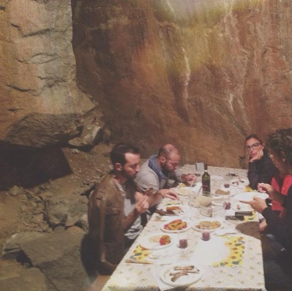 Cenare in una grotta